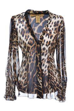 #RobertoCavalli Tunika aus 100% Seide mit Leopardenmuster • Tiefer V-Ausschnitt, durchgehende Knopfleiste • Taillierter Cut mit langen Ärmel aus transparenter Seide • Cool zur Lederhose oder lässig zur Jeans stylen