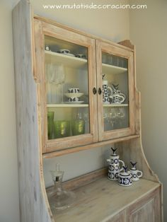 efecto madera lavada Decoupage Furniture, Recycled Furniture, Muebles Shabby Chic, China Cabinet, Chalk Paint, Bathroom Medicine Cabinet, Ikea, Sweet Home, Storage