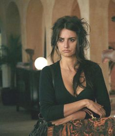 wonderfully messy. love her hair, outfit, and bag. Penelope Cruz, Vicky Cristina Barcelona <3