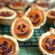Mini Pumpkin Pies - Made these. SO GOOD. Best mini pumpkin pie recipe.