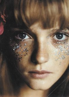 glitter face. if i ever make a music video, i want this.