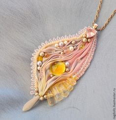 кулон Шелест крыльев - лимонный,весна,весенний,крыло,крылышко,мотылек