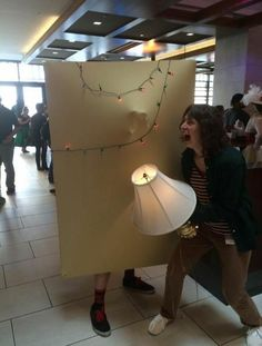 This is the first cosplay that I've seen done for Stranger Things so far and it's freakin' brilliant! It definitely set the bar high for any Stranger Things cos Costume Halloween, Cool Costumes, Cosplay Costumes, Costume Ideas, Halloween Ideas, Stranger Things Halloween Costume, Amazing Costumes, Circus Costume, Halloween Party