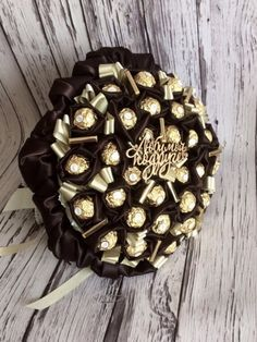 39 Ideas Flowers Boquette Gift Valentines Sweets For 2019 Candy Bouquet Diy, Diy Bouquet, Valentines Sweets, Valentine Gifts, Wedding Cake Frosting, Chocolate Flowers Bouquet, My Coffee Shop, Flower Arrangements Simple, Edible Crafts