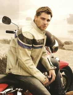 Mike Vogel....  (Under The Dome)