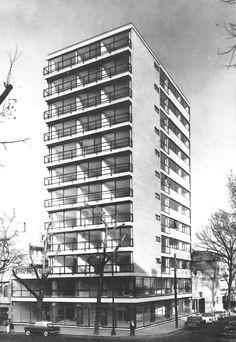 Edificio de departamentos, avenida de los Insurgentes Sur en la esquina de la calle Hermosillo, Col. Roma, México DF 1958  Arq. Abraham Zabludovsky