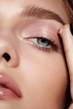 Maybelline How to Apply Makeup, Eyeshadow, Glossy Eyelids, Lipstick, Colored…