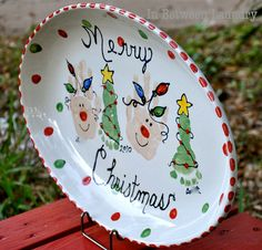 Christmas Platter Deer Hand Print Christmas Tree Foot :) for max. Christmas Plates, Noel Christmas, First Christmas, Winter Christmas, Christmas Ideas, Homemade Christmas, Christmas Hand Print, Christmas Gift From Baby, Christmas Crafts For Kids To Make Toddlers