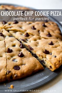 and quick homemade recipe for chocolate chip cookie pizza! Makes a giant cookie pizza perfect for sharing. Recipe on Easy and quick homemade recipe for chocolate chip cookie pizza! Makes a giant cookie pizza perfect for sharing. Homemade Chocolate, Chocolate Recipes, Chocolate Chip Deserts, Nutella Recipes, Chocolate Chips, Chocolate Chip Cookie Pizza, Brownie Pizza, Chocolate Pizza, Giant Chocolate