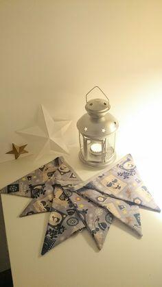 La petite dernière...Déco Noël... Guirlande en tissu - livraison offerte : Décorations murales par elima-elima