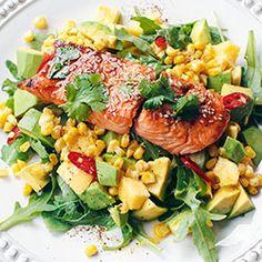 Sałatka z łososiem teriyaki, mango i awokado | Kwestia Smaku