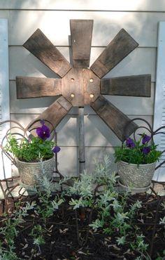 FABULOUS wooden junk garden flower from a broken planter | mycreativedays.porch.com