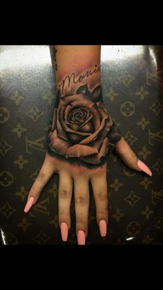 Pictures of rose tattoos on hand – Tattoo 2020 Neue Tattoos, Body Art Tattoos, Small Tattoos, Sleeve Tattoos, Baby Tattoos, Rose Hand Tattoo, Hand Tats, Cute Hand Tattoos, Piercing Tattoo