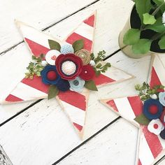 What do you like to decorate with for the Summer? For me, May➡️August I put out the Patriotic decor because this home girl loves all things Stars and Stripes ❤️❤️!! These wood stars are coming back for my next restock happening next Saturday, the 28th @5PM PST!