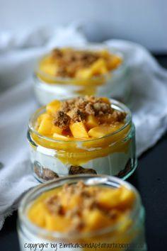 Cheesecake im Glas auf Mandel-Crumble mit Mango