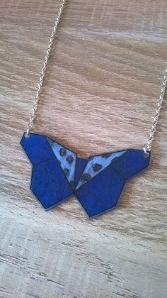 Collier papillon bleu origami en plastique : Collier par magalily
