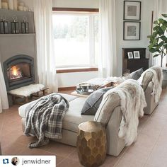 A comfy & cozy KIVIK chaise – the perfect place to snuggle up in the winter! Thanks for sharing, Jen Widner! Cozy Living Rooms, My Living Room, Home And Living, Living Room Furniture, Living Room Decor, Living Spaces, Bedroom Decor, Ikea, Houses