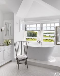 Sir Evelyn and Lady de Rothschild's House on Martha's Vineyard | Architectural Digest Best Bathroom Paint Colors, White Bathroom Paint, Bathroom Color Schemes, Modern Bathroom, Industrial Bathroom, Minimalist Bathroom, Bathroom Layout, Bathroom Designs, Bathroom Interior