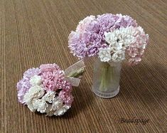 You will receive a set of Pastel Lilac Pink theme mini flowers, either 30, 40 or 50 stalks. Lilac pink theme (1st to 3rd picture): lilac shades, light purple shades, soft pink shades, white/off white. For 3 and 4 colors option, colors will be randomly picked from the above list.