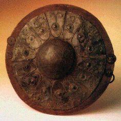 IBERIA -  Caetra con umbo de bronce  - La Caetra era el escudo típico de Iberia . De forma redonda , con unas dimensiones que oscilaban entre los 50 y 70 cm de diametro . Spain.