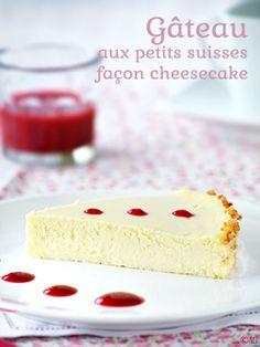 Un gâteau aux petits suisses façon cheesecake en raison de sa texture, dense et crémeuse. Servir accompagné d'un coulis de framboise.
