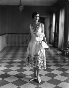 A model wearing a beautiful floral patterned summer dress from the house of Peron, 1927. #vintage #fashion #1920s