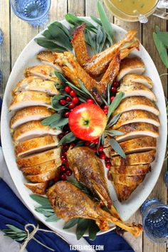 This Foolproof Thanksgiving Turkey Recipe is unbelievably tender moist and flavorful every time! This Foolproof Thanksgiving Turkey Recipe is unbelievably tender moist and flavorful every time! Thanksgiving Turkey, Thanksgiving Recipes, Christmas Turkey, Turkey Side Dishes, Slow Roasted Turkey, Easy Family Meals, Pinterest Recipes, Turkey Recipes, Healthy Dinner Recipes