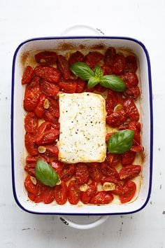 Gebackener Schafskäse mit Tomaten aus dem Ofen – Kochkarussell – Keep up with the times. Feta Pasta, Organic Recipes, Ethnic Recipes, Oven Cooking, Cherry Tomatoes, Food Inspiration, Good Food, Food And Drink, Low Carb