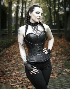 Top Gothic Fashion Tips To Keep You In Style. As trends change, and you age, be willing to alter your style so that you can always look your best. Consistently using good gothic fashion sense can help Hot Goth Girls, Gothic Girls, Goth Beauty, Dark Beauty, Gothic Outfits, Gothic Dress, Dark Fashion, Gothic Fashion, Latex Fashion
