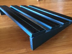 Medium sized pedalboard. Slope elevation. Lacquered finish with blue paint & velcro. Riffs & Records Pedalboards.