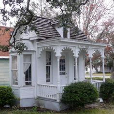 SEGUIN, TEXAS: Dietz Doll House (1910) Built by master carpenter Louis Dietz for his adopted daughter Alice who came from the East on an orphan train.
