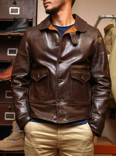 Classic Genuine Leather Vintage Men Jackets Material:Genuine Leather, Cowskin Lining Material:Wool Outerwear Type:Leather & Suede Collar:Turn-down Colla Men's Leather Jacket, Leather Men, Leather Jackets, Vintage Man, Vintage Italy, Vintage Leather, Retro Mode, Mode Jeans, Men Street