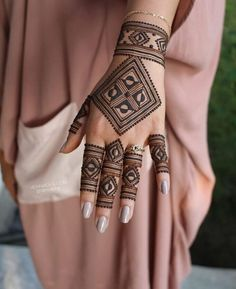 henna for eid inspiration. Simple and modern desing Mehdni