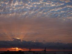 Desde las Islas Canarias  ..Fotografias  : Amaneciendo sobre el Puerto...Fuerteventura