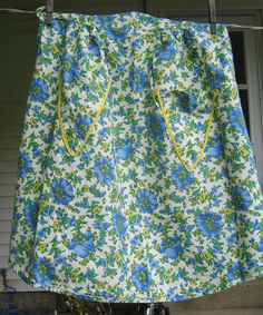 Save 10% with COUPON CODE:  COTTAGESTYLE Vintage DAISY APRON Blue & Yellow Flower by LavenderGardenCottag