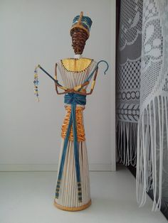 Плетение из газет Paper Jewelry, Paper Beads, African American Figurines, Corn Dolly, African Furniture, Rolled Paper Art, African Dolls, Willow Weaving, Paper People