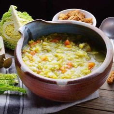 Tuscan Chicken and White Bean Soup (Video Recipe) - VitaClay® Chef Cabbage Soup Recipes, Healthy Soup Recipes, Quick And Easy Soup, White Bean Soup, Tuscan Chicken, Vegan Dinners, No Cook Meals, Food Videos, Macaroni And Cheese