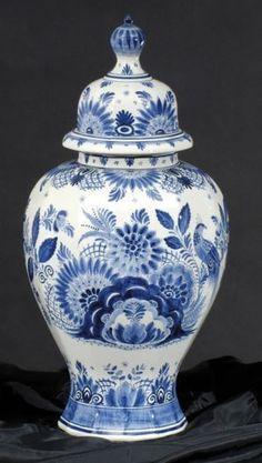 Delfská váza s vekom