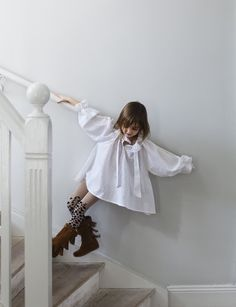 cute flowy girly oversized white smock - Photo by Pia Ulin for MAMA magazine Cute Outfits For Kids, Cute Kids, Little Fashion, Kids Fashion, Fashion Moda, Stylish Kids, Kid Styles, Beautiful Babies, Kids Wear