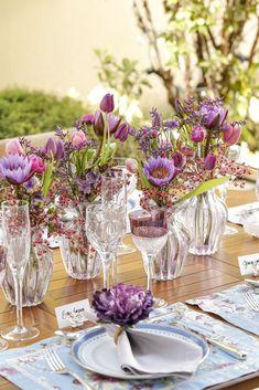 Tons de lilás, azul e roxo em nossa mesa no jardim de casa!
