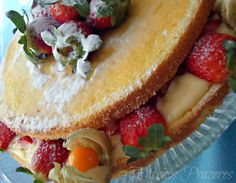Eternos Prazeres: Naked Cake de Morangos e Creme de Leite Condensado