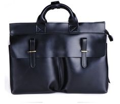 A black leather messenger bag, suitable for leisure is exactly what top menswear stylists suggest!