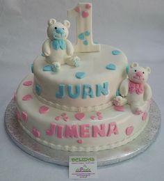 Juan y Jimena cumplen 1 año. Felicidades a los peques y a toda la familia! Para el interior se ha elegido bizcocho de vainilla relleno de nata y dulce de leche. ¡Llámanos al 616849394 y diseñaremos esa tarta en fondant para que sea para tu peque el recuerdo más bonito, tenemos el mejor precio de Málaga! www.depaulapasteleria.blogspot.com www.facebook.com/panaderiadeliziasdepaula www.tartasmalaga.net