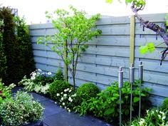 Natuurlijke schutting voor in je tuin en een mooie afscherming hout verkleurt niet! #blokhutvillage