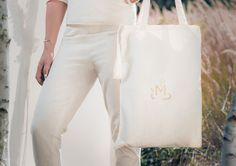 MEGALOMANIA, Sackbag, Sack and Pack Collection.  Der Sackbag ist der immer griffbereite günstige Alleskönner und die perfekte Alternative zu Plastiktüten. Mann kann ihn seitlich, auf der Schulter oder in der Hand tragen. Jeder Beutel wird aus Naturbaumwolle in liebevoller Handarbeit gefertigt. Er hat ein einzigartiges Format und wird mit einem Branding veredelt.  #eco #fair #limited #upcycling Jute, Helping People, Reusable Tote Bags, Happy, Collection, Fashion, Shoulder, Repurpose, Handarbeit