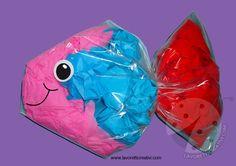 Lavoretti per bambini – Pesce con sacchetto in plastica Sea Crafts, Sea And Ocean, Pre School, Preschool Activities, 2nd Birthday, Ale, Crafts For Kids, Projects To Try, Halloween