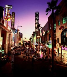 Universal CityWalk/ Los Angeles    I live in LA and one of my friends and my favorite places to hangout is 'Universal Citywalk'.