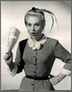 RarePixVintagesActresses's blog - Page 18 - RARE PIX VINTAGE ACTRESSES - Skyrock.com Old Hollywood Glamour, Hollywood Actor, Golden Age Of Hollywood, Hollywood Stars, Classic Hollywood, Lola Albright, Judy Holliday, Mitzi Gaynor, Julie London