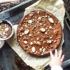 Fondant au chocolat et ricotta  Ingrédients : 3 œufs 50g de sucre blond 50g de beurre demi sel 250g de ricotta 30g de farine ou fécule de mais 80ml de lait 200g de chocolat noir à 70%  Préparation : Etape 1 : Préchauffez le four à 180°C Etape 2 : Faire fondre…