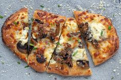 Mushroom Flatbread Pizza is a great option for a weeknight dinner. The mushrooms and three cheese flatbread pizza is so full of flavor that you will love it. Focaccia Pizza, Flatbread Pizza Recipes, Vegetarian Recipes, Cooking Recipes, Easy Recipes, Healthy Recipes, Garlic Pizza, Arugula Pizza, How To Cook Mushrooms